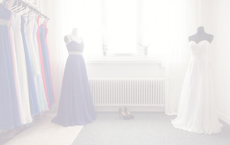 cdd1d67c35c Vi hjälper dig att hitta din drömklänning. Välkommen till vårt showroom i  centrala Stockholm där vi hjälper dig med allt från måttagning till val av  färg